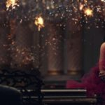 Ariana Grande aux côté de John Legend dans le clip du single « Beauty & The Beast »