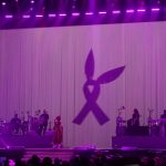 Ariana Grande dédie « Somewhere Over The Rainbow » aux victimes de Manchester lors de son concert à Paris